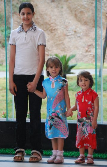 Nura and the girls