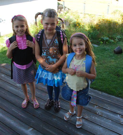 3 schoolgirls